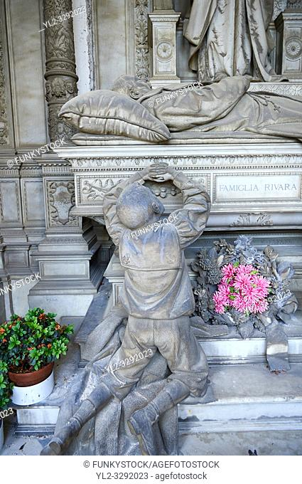 Picture and image of the stone sculpture of a grieving family around the death bed of the deceased. In a Borgeoise realistic style sculpted by GB Villa 1896
