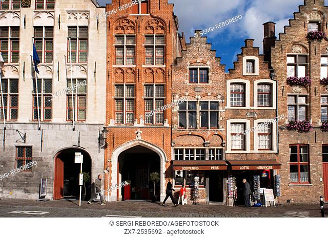 Walk in the historical Bruges. Guided Walking Tours. Guided walks are a great way to experience the main sites of Bruges in more depth
