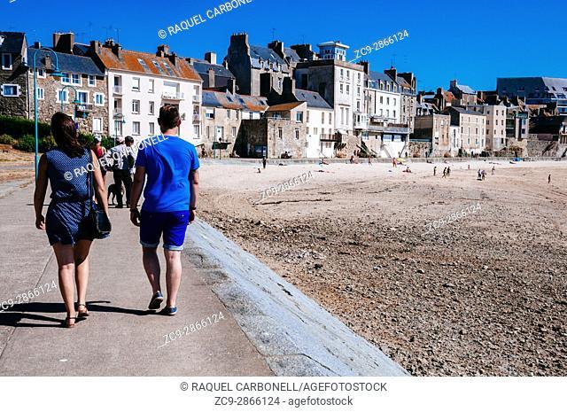 L'Anse des sablons beach. Saint Malo, Brittany, France