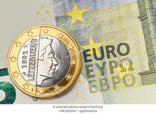 a 1 euro coin from Luxembourg on a 5 euro banknote