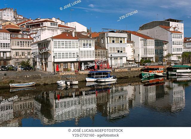Streetscape with river Mandeo, Betanzos, La Coruña province, Region of Galicia, Spain, Europe
