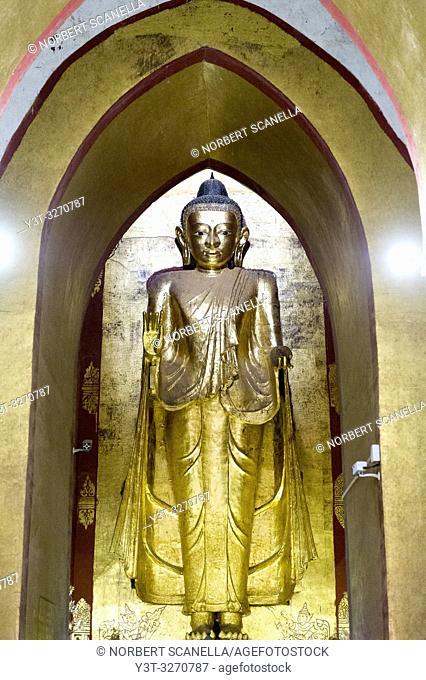 Myanmar (ex Birmanie). Bagan, région de Mandalay. Temple de l'Ananda. Grand Bouddha debout mesurant neuf mètres de haut / Myanmar (ex Birmanie)
