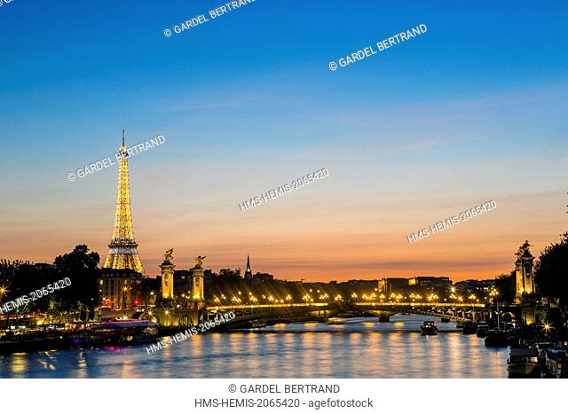 France, Paris, area listed as World Heritage by UNESCO, the Alexandre III and the Eiffel Tower (SETE © illuminations Pierre Bideau-Bridge)