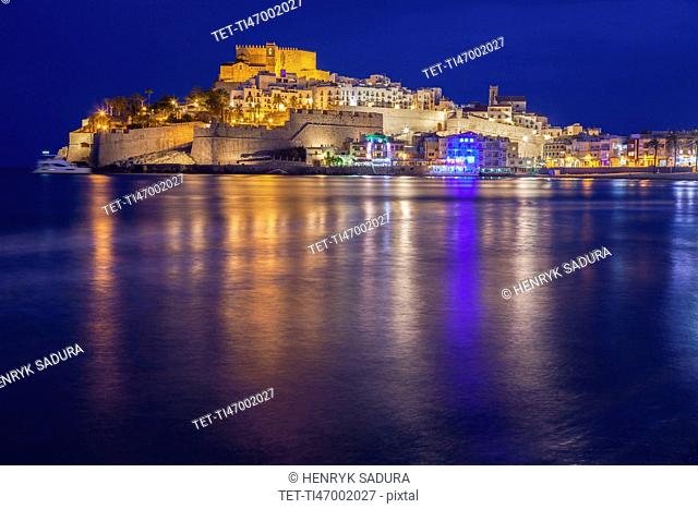 Spain, Valencian Community, Peniscola, Waterfront at night