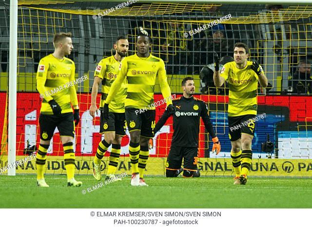 V.l.n.r. Marco REUS (DO), Oemer TOPRAK (Omer, DO), Michy BATSHUAYI (DO), goalwart Roman BUERKI (B-rki, DO), SOKRATIS Papastathopoulos (DO) sind after dem goal...