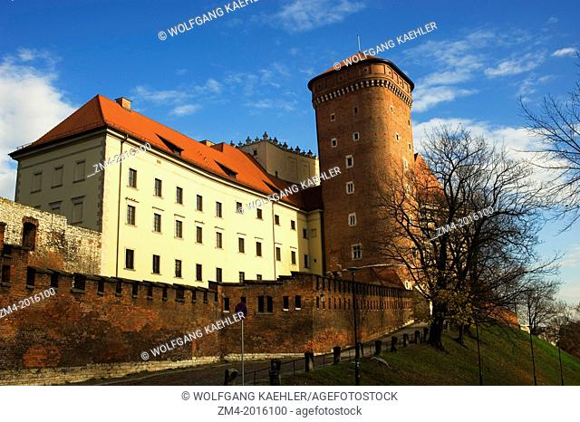 POLAND, KRAKOW, WAWEL CASTLE, TOWER