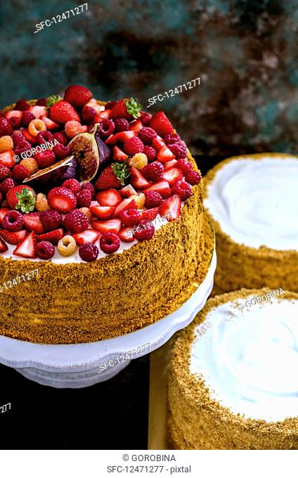 A summer berrYes cake with figs