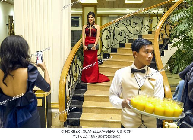 Myanmar (ex Birmanie). Mandalay. Conventions of mannequins in a grand hotel