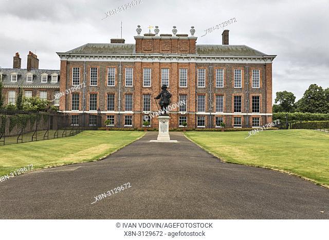 Statue of William III, Kensington Palace, London, England, UK