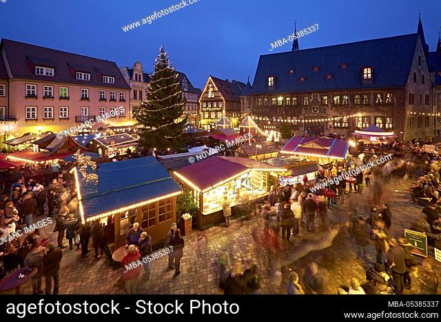 Christmas market on the market with town hall in Quedlinburg, Saxony-Anhalt, Germany