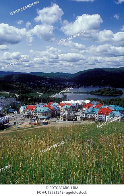 Tremblant Resort, Canada, Quebec, Laurentians, Mount Tremblant, Scenic view of the Tremblant Resort in the Laurentian Mountains and Lac Tremblant