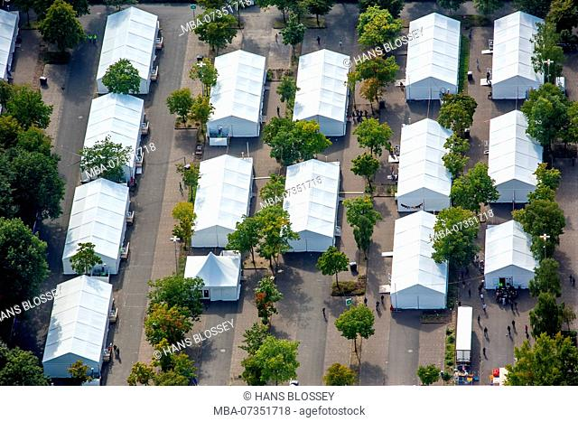 1000 refugees are to be accommodated in the tent city on the grounds of the provincial police school in Selm-Bork., Selm, Münsterland, North Rhine-Westphalia
