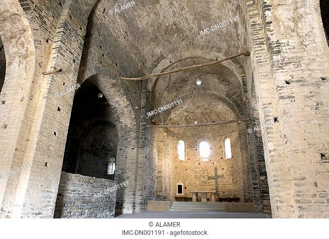 Spain, Catalonia, monastery sant-pere de Casseres, nave and choir