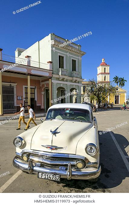Cuba, Villa Clara province, colonial city of Remedios founded in the 16th century, old american car of the 50's, Plaza Mayor