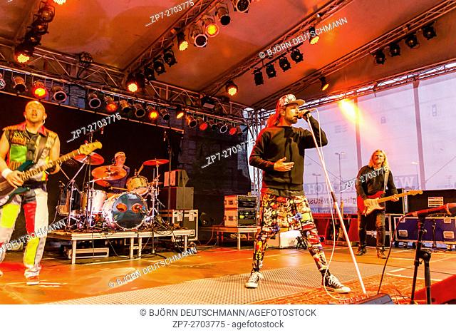 """Kiel, Germany - June 21st 2016: The Red Hot Chilli Pepper Cover Band """"""""Chilli con Pepper"""""""" performs on the NetUSE Stage during Kieler Woche 2016"""