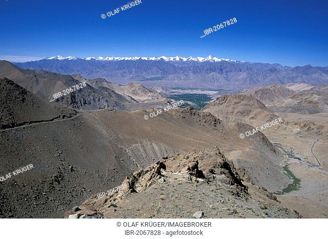 Road leading to the Khardung La or Khardung Pass, the highest driveable pass in the world, Ladakh, Indian Himalayas, Jammu and Kashmir, northern India, India