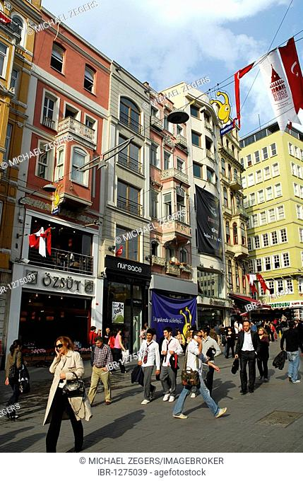 Building facade, passersby in the Istiklal Caddesi, Beyoglu district, Istanbul, Turkey
