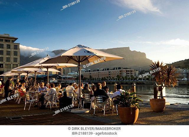 People in street cafes, Table Mountain, Victoria & Alfred Waterfront, Cape Town, Western Cape, South Africa, Africa