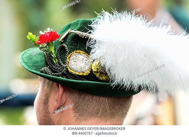 Green hat, white plume, badges, men's costume, Oktoberfest, Munich, Upper Bavaria, Bavaria, Germany