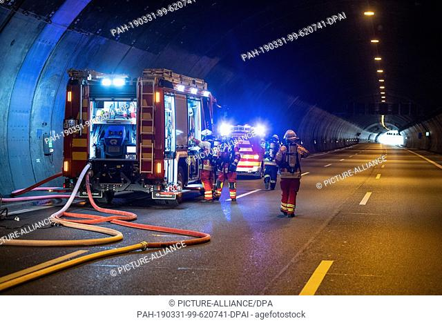 31 March 2019, Baden-Wuerttemberg, Leonberg: Emergency personnel are standing in the Engelberg tunnel during a disaster control exercise