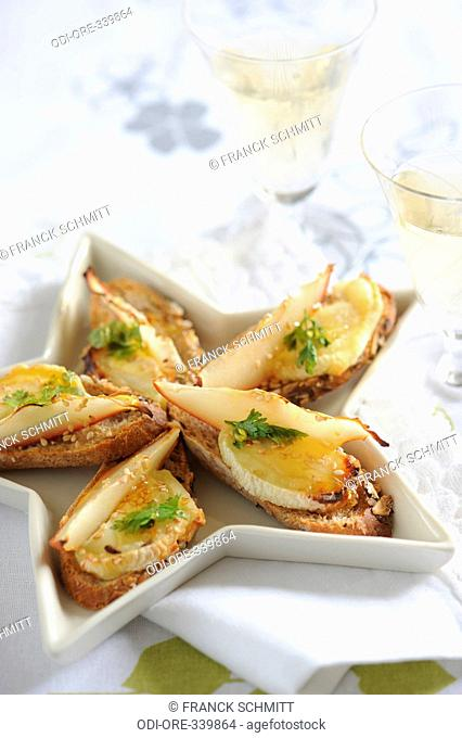 Honey pear and goat cheese toasts