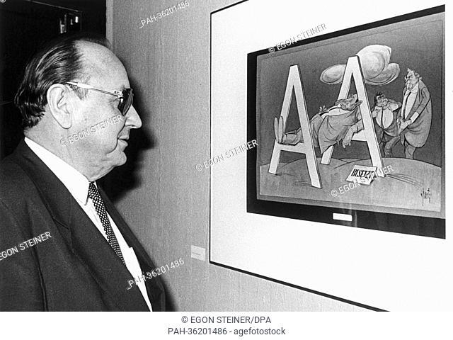 Bundesaußenminister Hans-Dietrich Genscher (FDP) eröffnet am Abend des 01.12.1986 in der Aus- und Fortbildungsstätte des Auswärtigen Amtes in Bonn die...