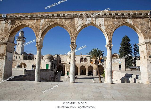 This arcade is located to the west of the Dome of the Rock. It has four arches resting on three marble columns with Corinthian capitals
