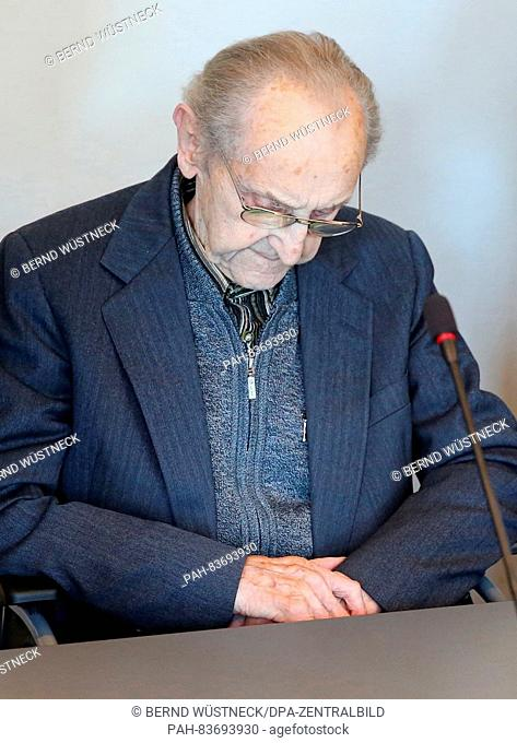 Ahead of the trial against the former SS medic Hubert Z. 71 years after the end of WW2, the 95-year-old defendant waits in a wheelchair in the courtroom of the...