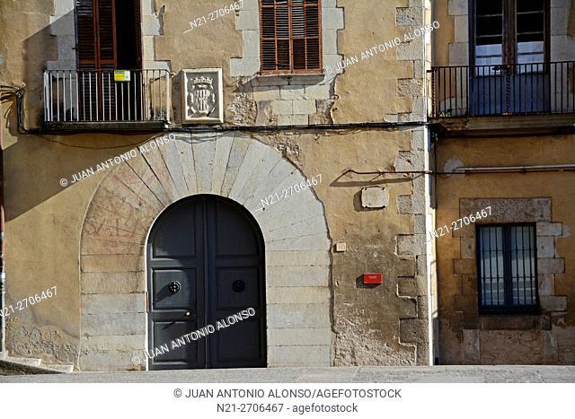 Casa de l'Ardiaca gate. Girona, Catalonia, Spain, Europe