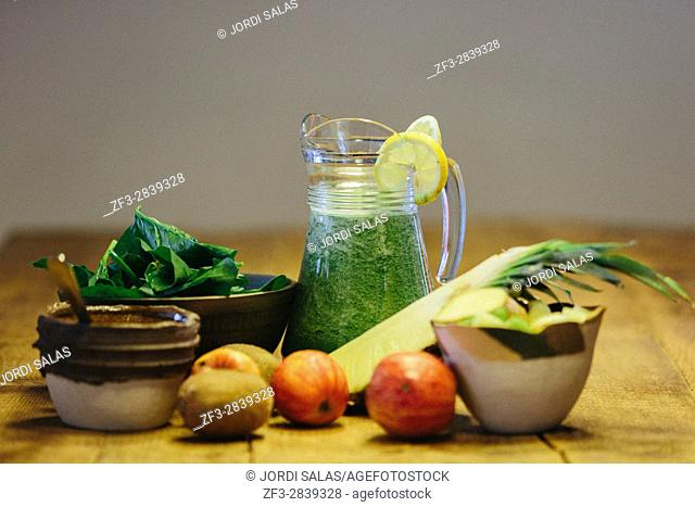 Ingredients for an spinach cold press juice