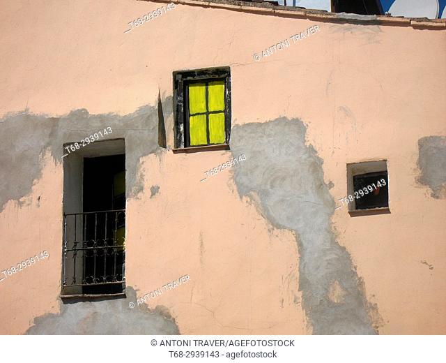 Strange facade, Lleida