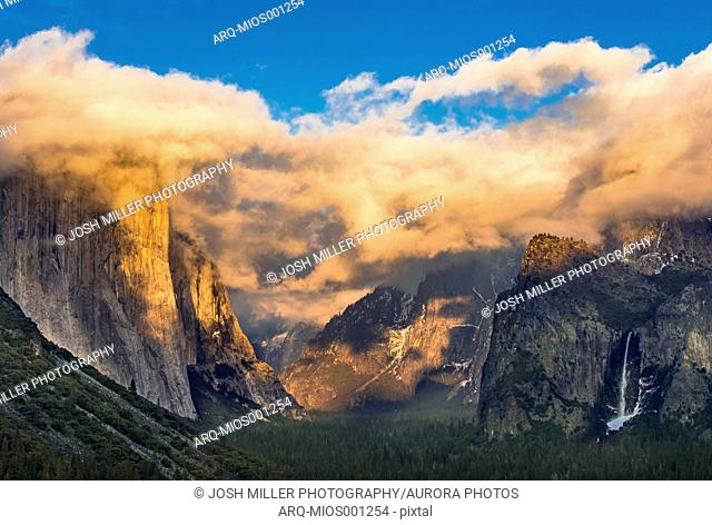 Grand view of Yosemite National Park at sunset