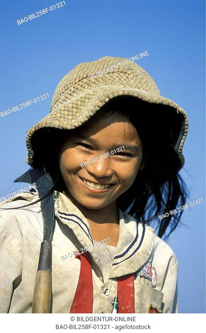 A girl with the Reisernte with the capital of Phnom Penh inKambodscha in southeast Asia
