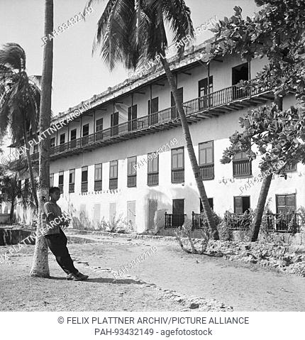 Outside the college with a view of the sea from the typical Cartagena..Balconies, Cartagena (Bolivar), Colombia, 1958. | usage worldwide