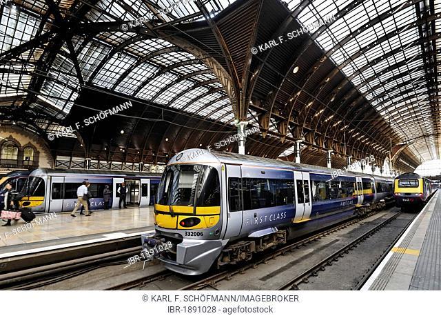 Historic main hall, platform with Heathrow Express rail, railway terminus London Paddington station, London, England, United Kingdom, Europe