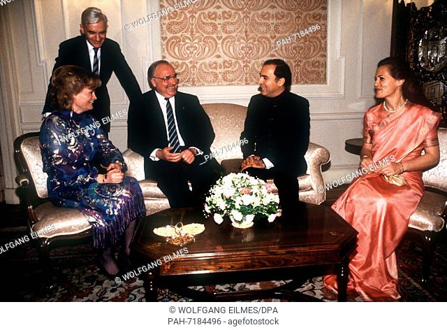 (L-R) Hannelore Kohl, German Chancellor Helmut Kohl, Indian Prime Minister Rajiv Gandhi and Sonia Gandhi on 28 April 1986 in New Delhi