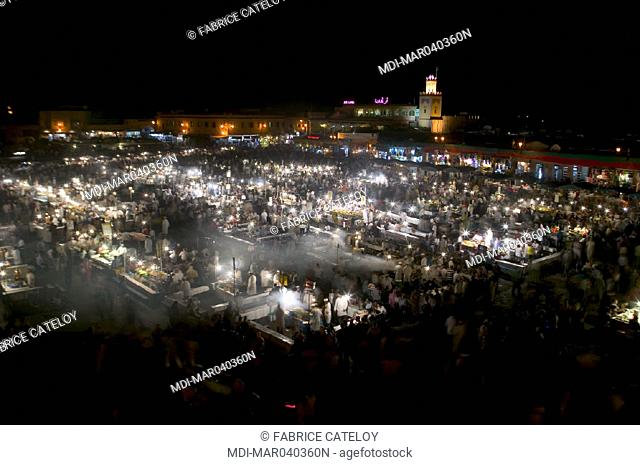 Jemaa El Fna place - General view of shopkeepers at night