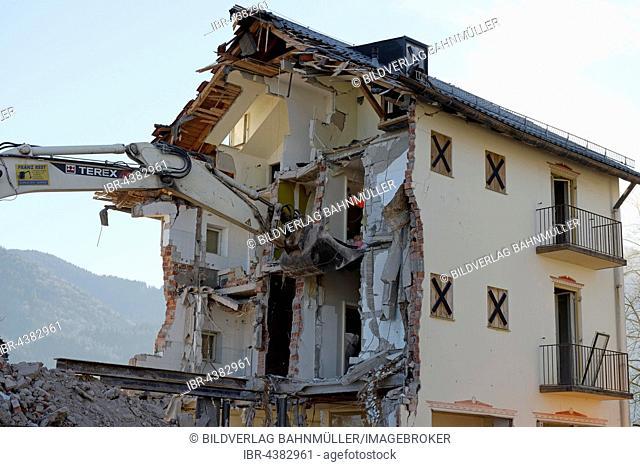 Excavator shovel tearing a wall down, demolition of a building, Bad Heilbrunn, Upper Bavaria, Bavaria, Germany