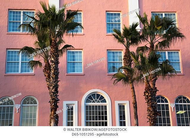 USA, Florida, St  Petersburg Beach, palms and pink wall, Don Cesar resort hotel