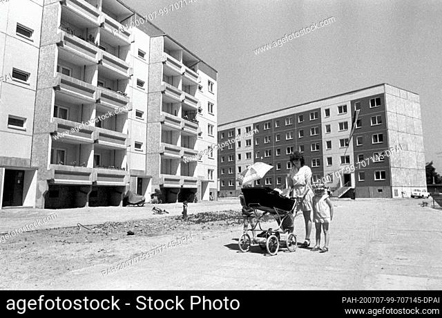 FILED - 15 September 1984, Saxony, Eilenburg: In September 1984, in honour of the 35th anniversary of the GDR, the 500th newly built apartment in the...