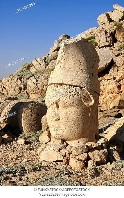 Statue head of Antiochus in front of the stone pyramid 62 BC Royal Tomb of King Antiochus I Theos of Commagene, east Terrace, Mount Nemrut or Nemrud Dagi summit