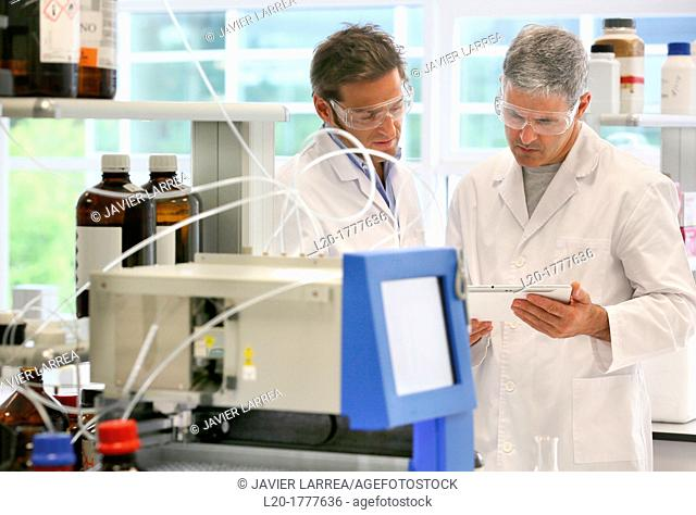 Flash chromatography, method used to purify individual chemical compounds from mixtures of compounds which differ in polarity, Shynthesis Lab