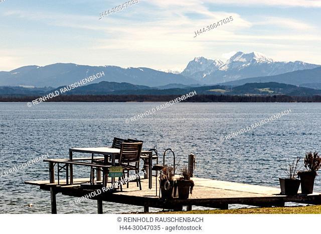 Überall an den Ufern der Insel am Inselrundweg -auf dem selbst das Radfahren verboten ist- laden Ruhebänke direkt am Ufer zum relaxen und schauen ein