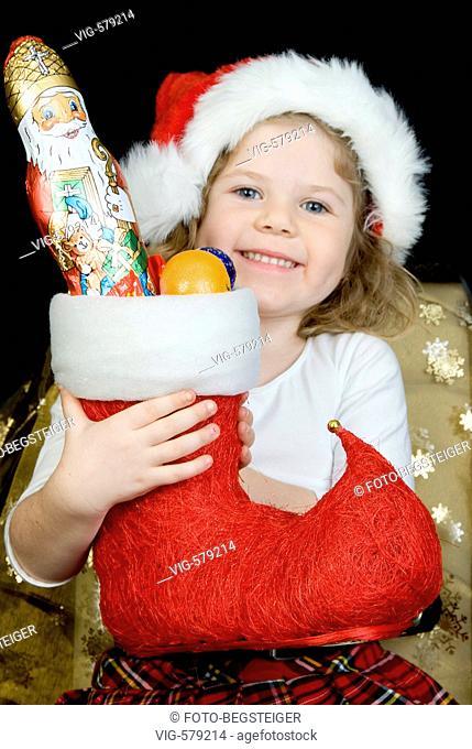 girl with christmas stocking. - 29/11/2007