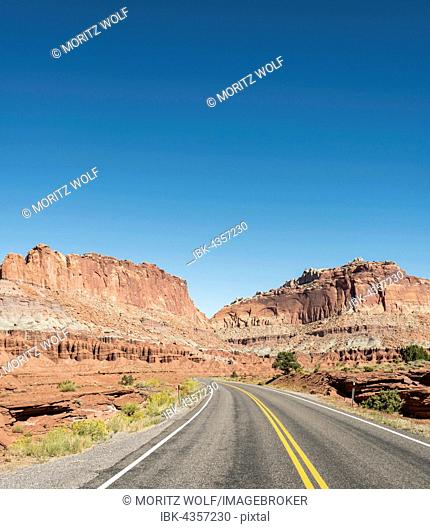 Highway 24 through stand stone desert, Capitol Reef National Park, Utah, Southwest, USA