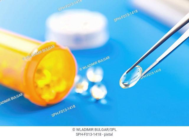 Tweezers with capsule