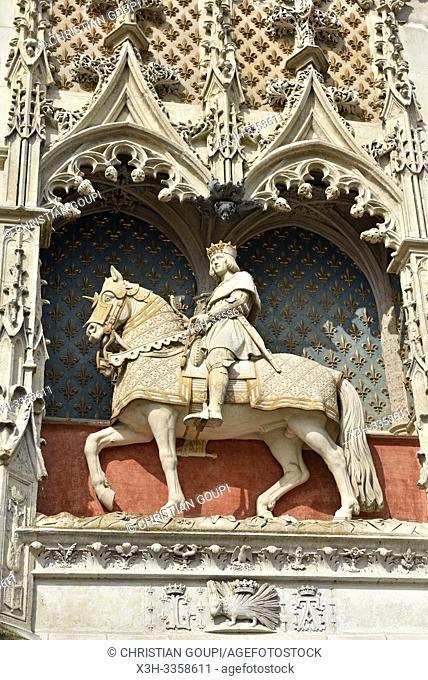 statue equestre de Louis XII a l'entree du Chateau Royal de Blois, departement Loir-et-Cher, region Centre-Val de Loire, France