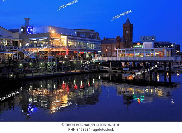 UK, Wales, Cardiff, Bay, skyline, restaurants, nightlife