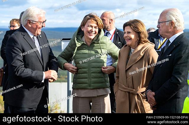 09 September 2021, Sweden, Kiruna: Federal President Frank-Walter Steinmeier (l) and his wife Elke Büdenbender (2nd from left) chat with King Carl XVI Gustaf...