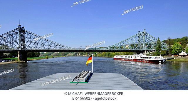 Blaues Wunder blue wonder, historical bridge between Loschwitz and Blasewitz near Dresden, with cruise ship Johannes Brahms, Saxony, Germany, Europe